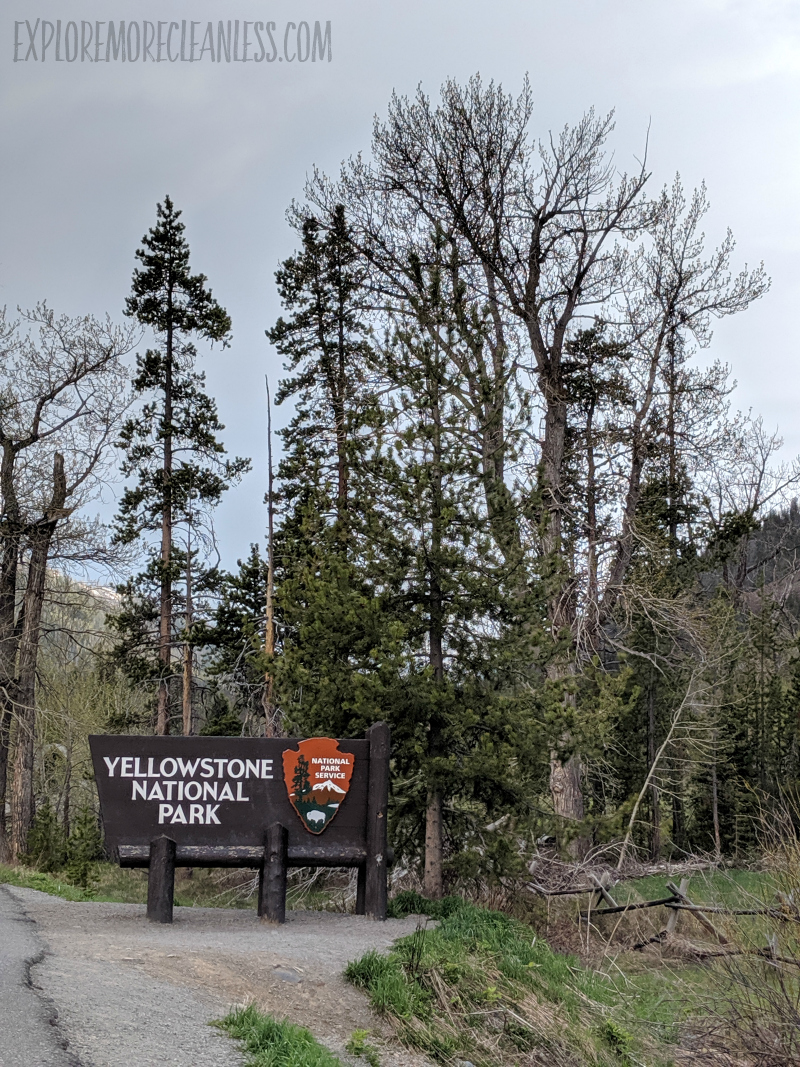 yellowstone national park entry sign